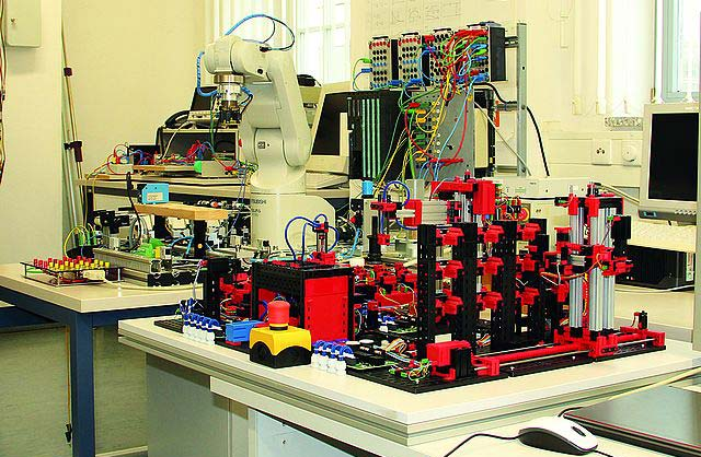 Degree course Mechatronics at Nordhausen University